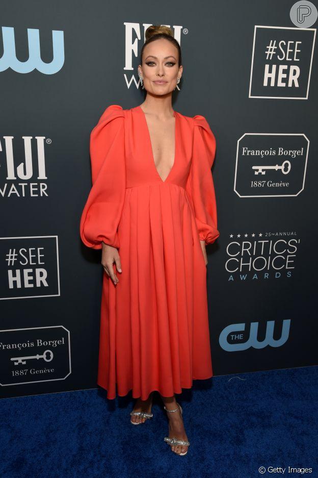 Olivia Wilde, vestida de Valentino, apostou na trend das mangas bufantes para o Critics' Choice Awards 2020