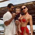 Sabrina Sato não abre mão de lookinhos fashionistas para a filha, seja na praia ou no dia a dia