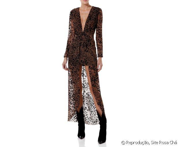 Vestido Rosa Chá para a balada: estampa leopardo, transparência e decote