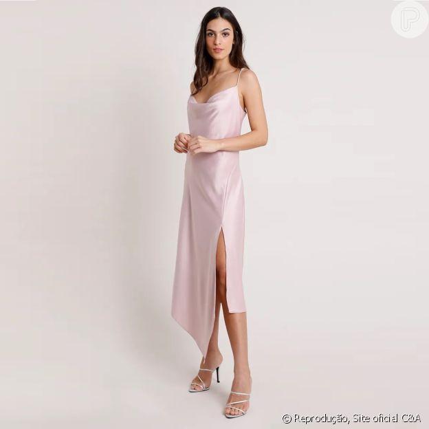 Vestido slip dress da C&A rosé com barra assimétrica