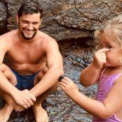 Filha de Bruno Gissoni faz foto do ator e manda 'recado': 'Ei, mãe! Tô de olho'