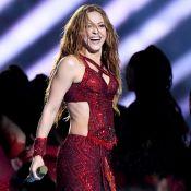 Shakira no Super Bowl: colombiana usa três looks e brilha com 2 mi de cristais