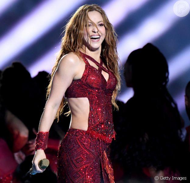 Shakira rouba a cena com três trocas de look e performance icônica no Super Bowl 2020