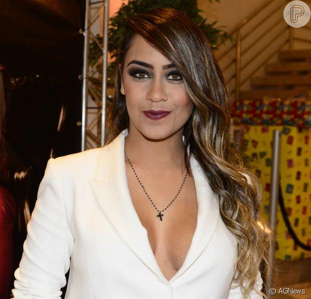 Rafaella Santos surpreende web ao aparecer com vestido justo na web