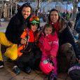 Patricia Abravanel mostra fotos em estação de esqui com família e look da filha Jane rouba a cena. Veja nesta quarta-feira, dia 05 de fevereiro de 2020