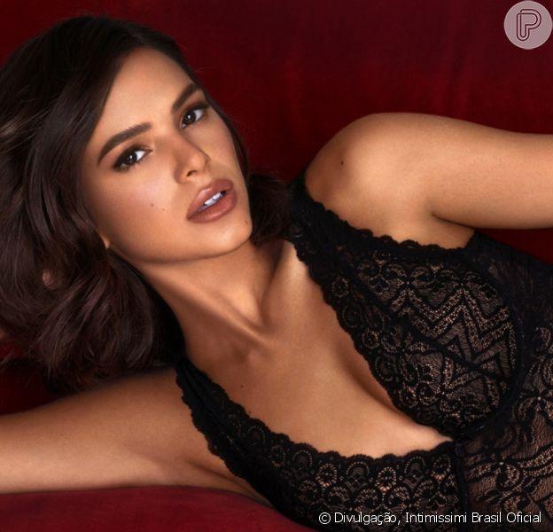 Bruna Marquezine mostrou mais um clique de seu ensaio de lingerie