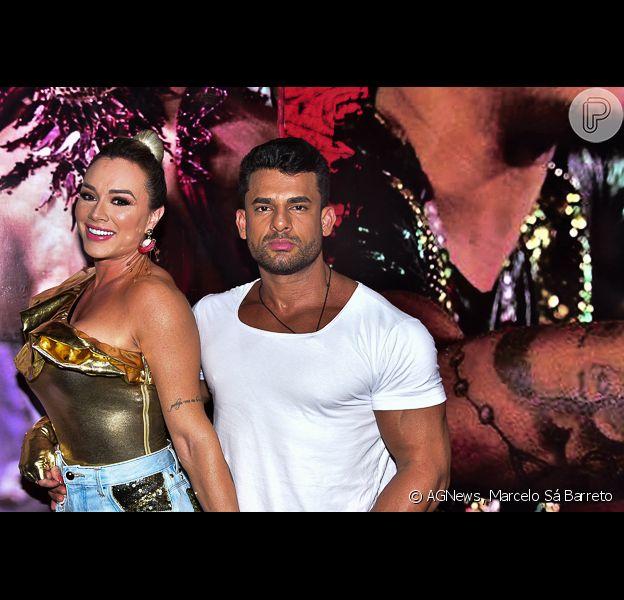 Juju Salimeni levou o novo namorado, Hellison Dias, ao ensaio de carnaval da X-9 Paulistana neste domingo, 9 de fevereiro de 2020