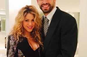 Shakira exibe decote e barriga de gravidez ao lado do marido, Gerard Piqué