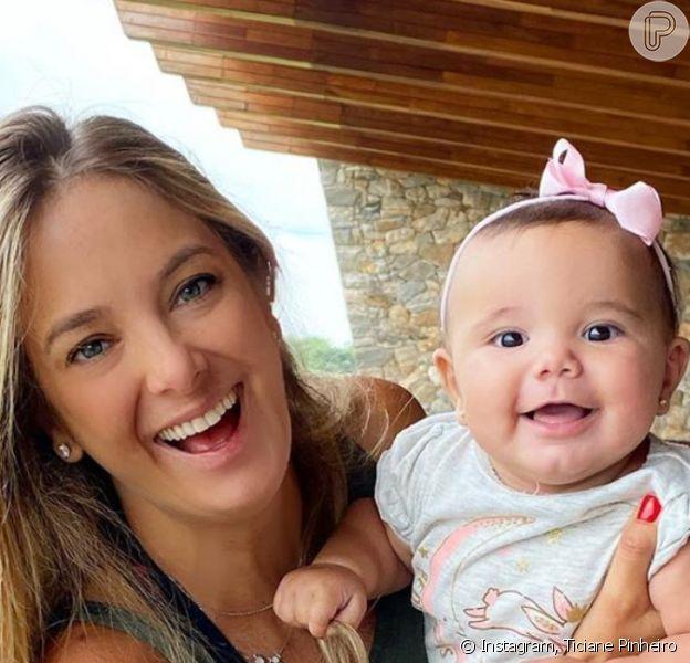Tici Pinheiro festeja 7 meses de Manuella com foto da filha em look divertido nesta quarta-feira, dia 12 de fevereiro de 2020