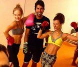 Angélica e Carolina Dieckmann exibem boa forma em aula de muay thai