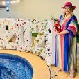 Marília Mendonça adora colocar looks coloridos e cheios de estilo no filho, Léo, desde que ele nasceu