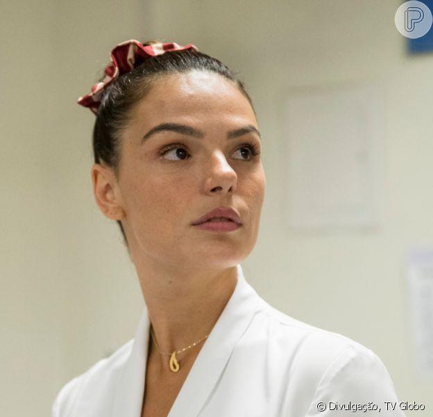 Nos próximos capítulos da novela 'Amor de Mãe', Betina (Isis Valverde) passa a viver romance com Sandro (Humberto Carrão) após ser largada por Magno (Juliano Cazarré)