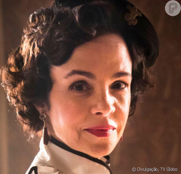 Na reta final da novela 'Éramos Seis', Zulmira (Luciana Braga) vai ser presa após invadir a casa de Isabel (Giullia Buscacio) e tomá-la refém