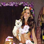 Izabel Goulart comemora aniversário em festa havaiana com amigos em Maceió