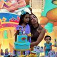 Anitta faz caras e bocas com sobrinha, Letícia, nesta sexta-feira, dia 13 de março de 2020