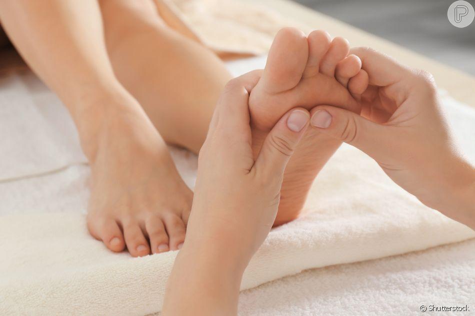 A massagem nos pés, também conhecida como reflexologia podal, equilibra o  organismo - Purepeople