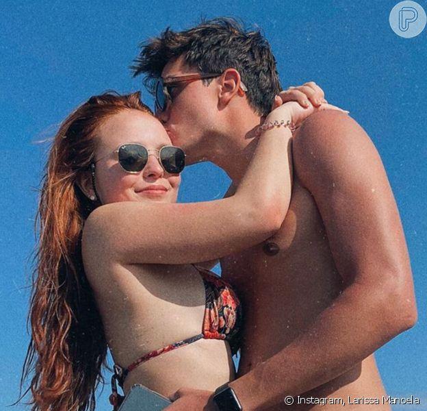 Larissa Manoela faz aula de dança e se diverte com reação do namorado, Léo Cidade. Veja vídeo compartilhado nesta quarta-feira, dia 25 de março de 2020