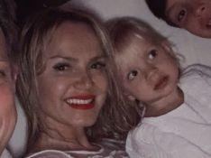 Eliana filma a filha, Manuela, com rosto borrado de batom: 'Estou bonita!'