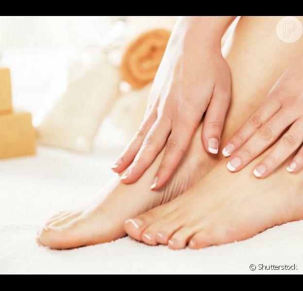 Os pés podem ficar ressecados por diferentes motivos
