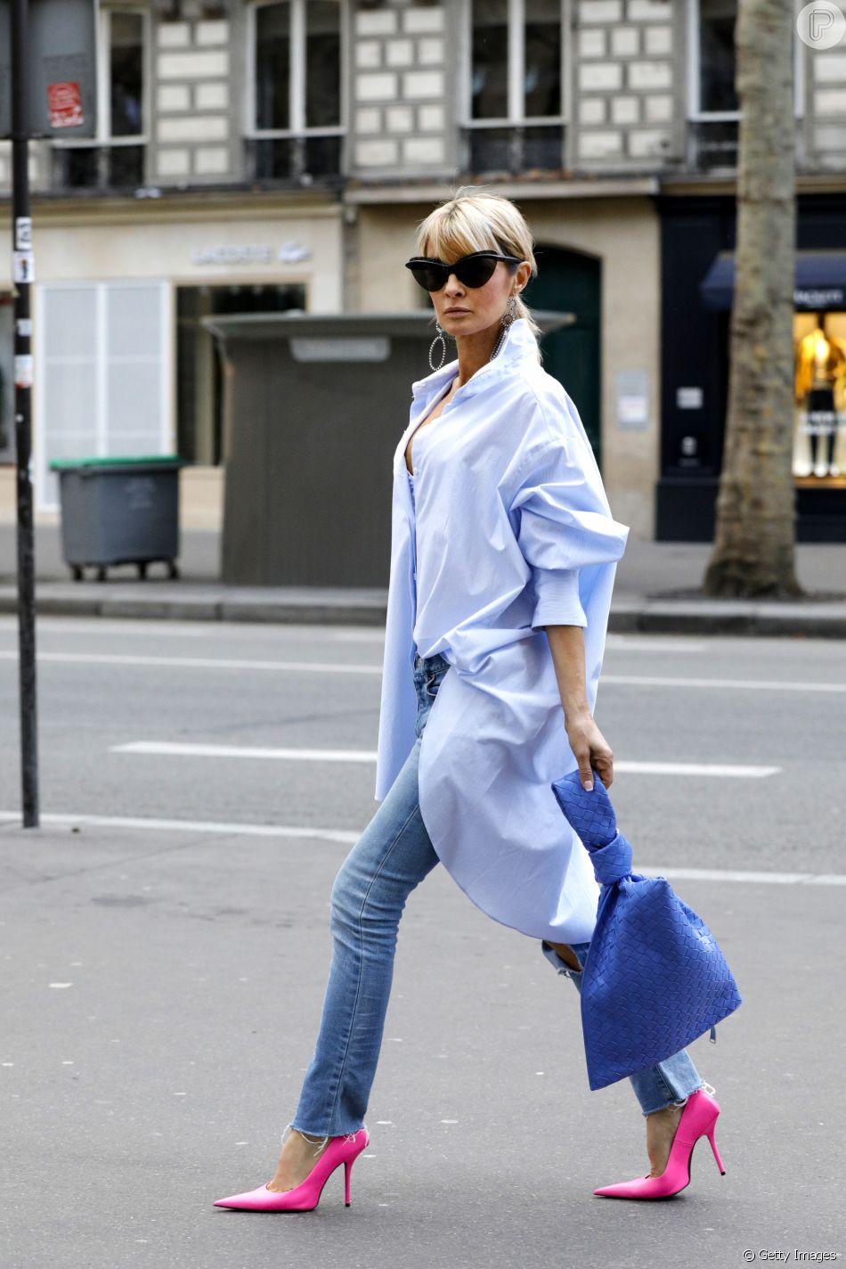 Calça jeans e camiseta: peça oversized vai valorizar a produção