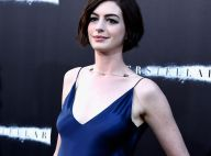 Anne Hathaway prestigia première do filme 'Interestelar' com vestido decotado