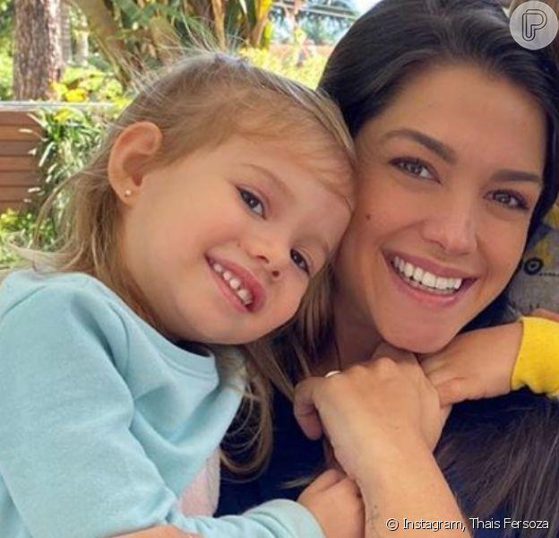 Thais Fersoza se surpreende ao ver a filha, Melinda, cantando hit da MPB. Vídeo!