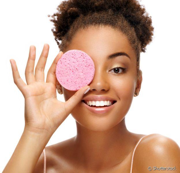 Saiba como tirar a maquiagem sem danificar a pele