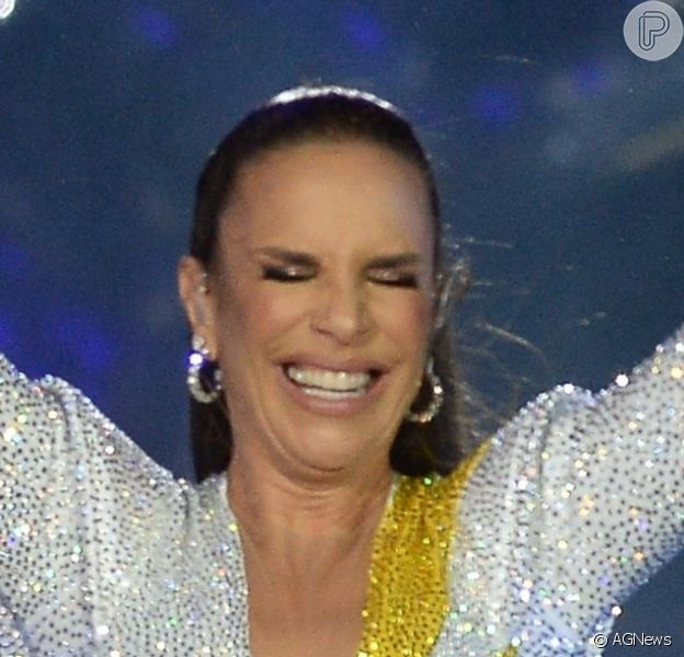 Live de Ivete Sangalo teve momentos divertidos da cantora com marido e filho