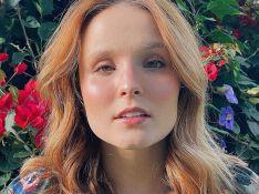 Larissa Manoela se diverte ao pintar cabelo de azul: 'Gostando de testar'