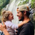 José Loreto foi comparado à filha, Bella, depois que mostrou foto sua na infância