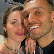 Lucas Lucco exibe foto antiga com a noiva e homenageia: 'Mãe de um anjo'