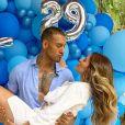 Lucas Lucco celebra Dia das Mães com noiva, Lorena Carvalho