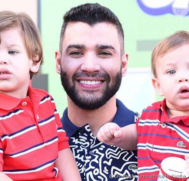 Gusttavo Lima ensinou seus filhos a 'piscar para as gatinhas' e mostrou o vídeo em sua rede social neste sábado, 16 de maio de 2020