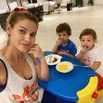 Filhos de Gusttavo Lima e Andressa Suita, Gabriel e Samuel tem 2 anos e 1 ano de idade, respectivamente