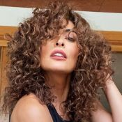 Juliana Paes promete emplacar cabelo cacheado em cena: 'Sem química e escova'