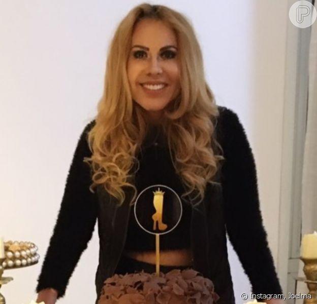 Joelma comemora 46 anos com festa intimista