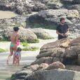 Madalena, filha de Bruno Gissoni e Yanna Lavigne, se divertiu na companhia dos pais