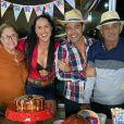 Zezé Di Camargo reuniu pais, Helena e Francisco, e a noiva, Graciele Lacerda, em festa junina intimista neste sábado, 4 de julho de 2020