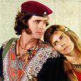 Em 'Estrela-Guia', Maitê Proença viveu a personagem  Catherine , mãe de Cristal (Sandy), mas morre no início da novela em um estranho acidente de carro