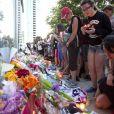 Fãs prestam homenagem na Vigília da Luz da Vela por Cory Monteith após morte do ator em julho de 2013