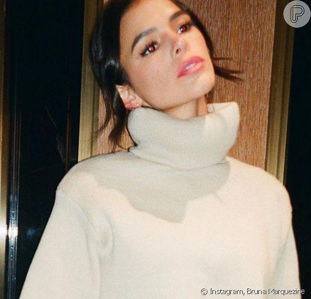 Bruna Marquezine alia tricô, 'saia-espartilho' e animal print em look. Veja fotos postadas pela nesta quinta-feira, dia 09 de julho de 2020