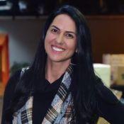 Vestido xadrez e botas: o look de Graciele Lacerda para live de Zezé Di Camargo