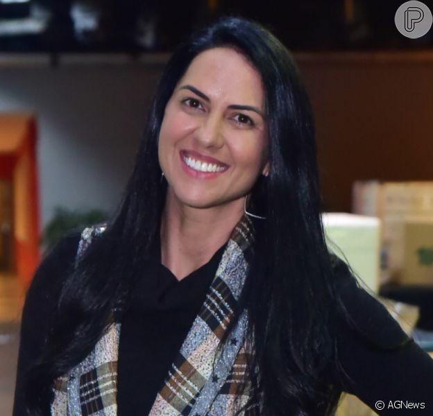 Graciele Lacerda acompanha Zezé Di Camargo em live com Luciano, em 11 de ulho de 2020