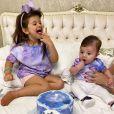 Filhos de Cristiano, da dupla com Zé Neto, se deliciam com bolo