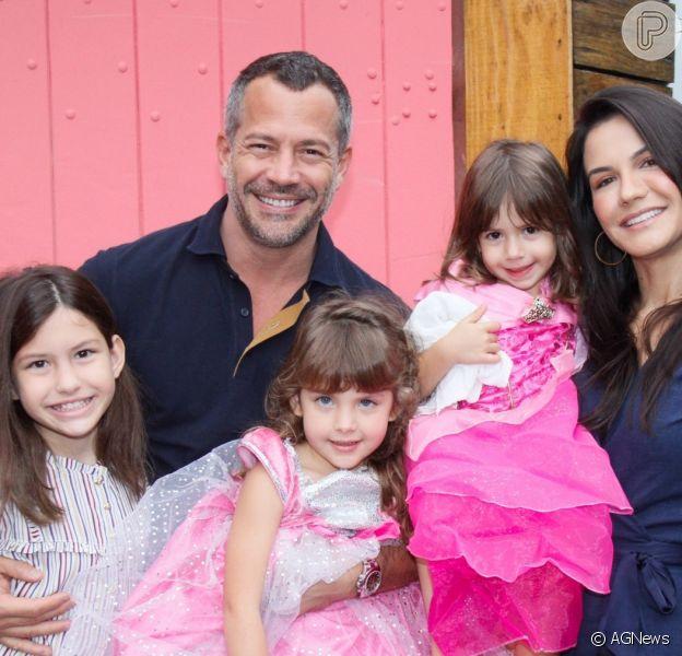 Malvino Salvador reuniu as filhas e a mulher, Kyra Gracie, grávida pela 3ª vez em foto