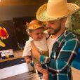 Murilo Huff visita o filho, Léo, na casa de Marília Mendonça
