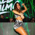 Anitta usou look animal print da Dolce & Gabbana para apresentação na Itália