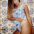 Anitta deixa marca de biquíni à mostra em foto