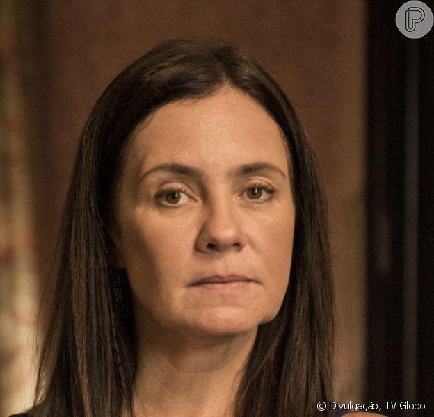 Na novela 'Amor de Mãe', Thelma (Adriana Esteves) matou Rita (Mariana Nunes) para evitar que Danilo (Chay Suede) descobrisse ser Domênico, filho de Lurdes (Regina Casé)