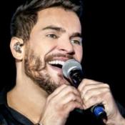 Fora da UTI após contrair Covid-19, cantor Cauan chora em vídeo: 'Nova pessoa'